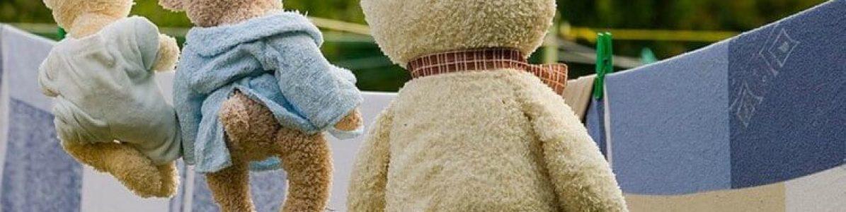 Como limpar brinquedos de cada material