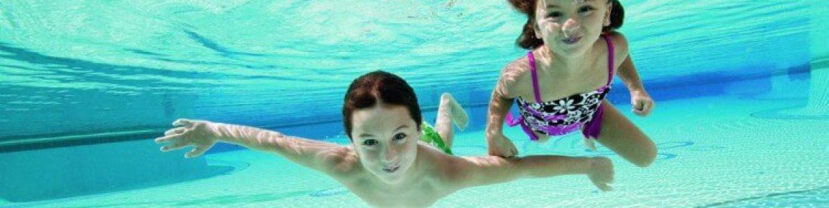 Brincadeiras de criança na piscina: 5 dicas superdivertidas para dias quentes!