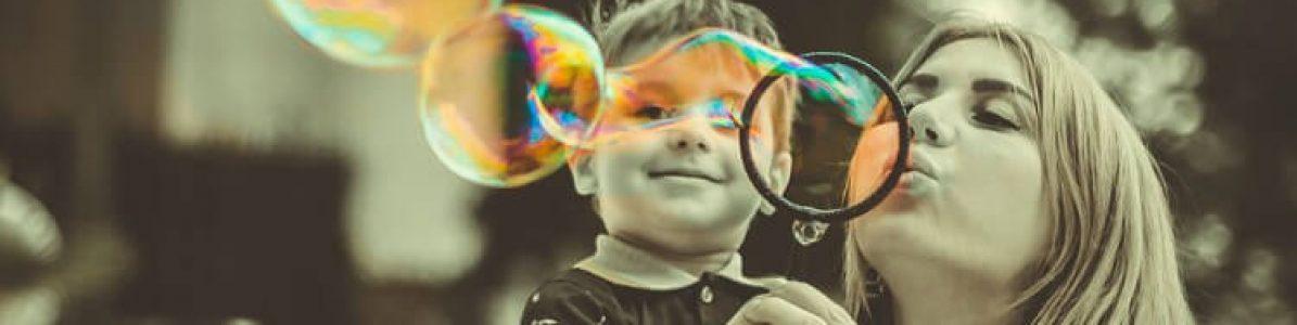 Conheça 5 brincadeiras de interação entre pais e filhos