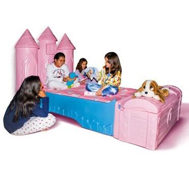 Três meninas na cama sonho de princesa