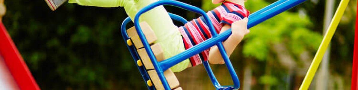 Playground de plástico ou ferro? Qual é melhor?