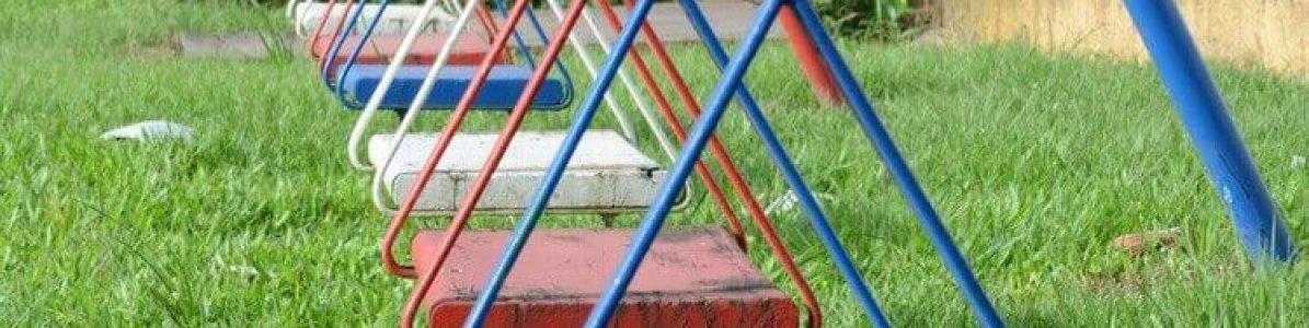 Por que playground com gramado sintético é mais seguro?