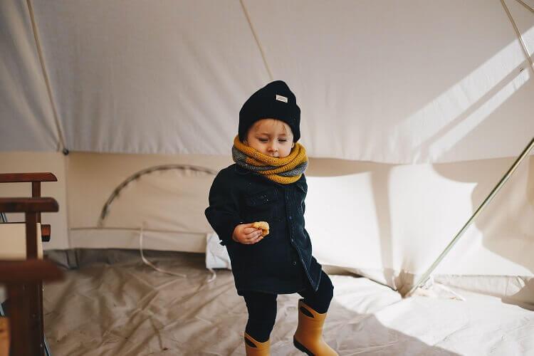 Você sabe o que precisa para montar um acampamento em casa?